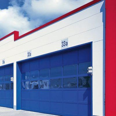 Bramy panoramiczne AluPro — wytrzymałe, niezawodne i funkcjonalne bramy aluminiowe z szerokim wyborem przeszkleń i dodatkowych akcesoriów.